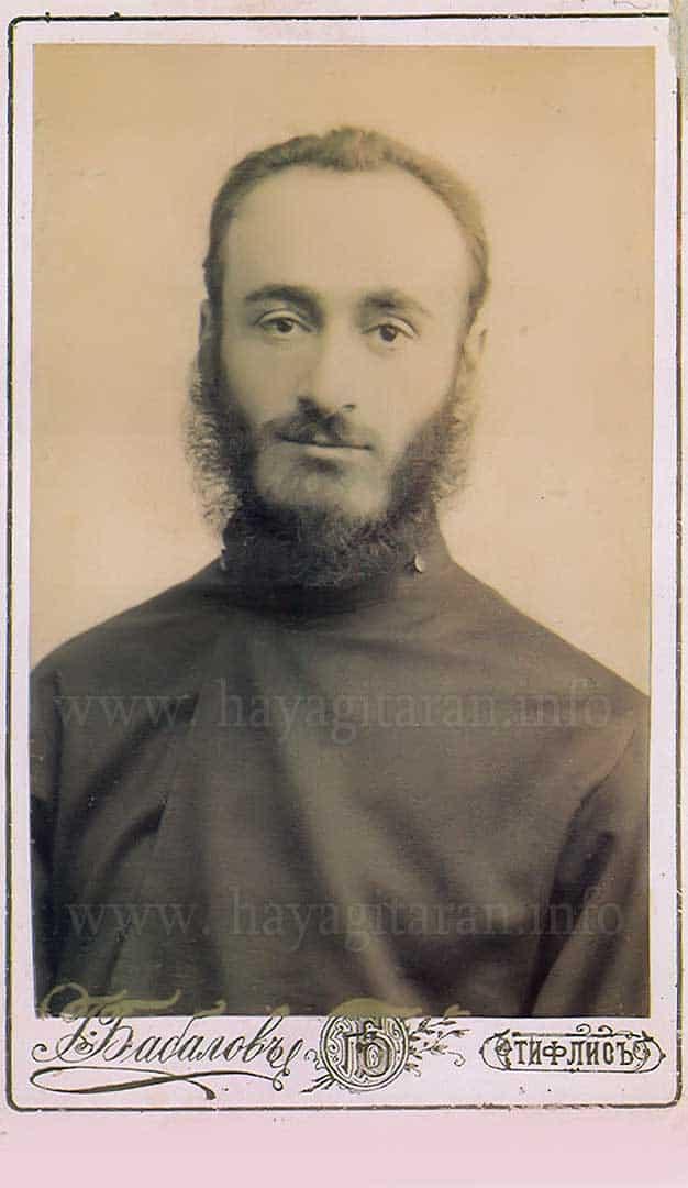 1895 թ․ հոկտեմբերի սկզբին Կոմիտաս Վարդապետը մեկնում է Թիֆլիս եւ վեց ամիս ներդաշնակութիւն է ուսանում է Մակար Եկմալեանի մօտ։ In the early October of 1895 Komitas Vardapet left Etchmiadzin for Tiflis and studied harmony with Makar Yekmalian for six months. 1896, 20 փետրուարի , Թիֆլիս - February 20, 1896, Tiflis