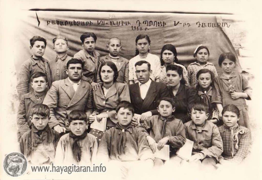 Մանկահասակ Հակոբ Գ. Սարգսյանը՝ հոր հետ աքսորում (վերևի շարքում՝ աջից չորրորդը) ԱՔՍՈՐՈՒՄ